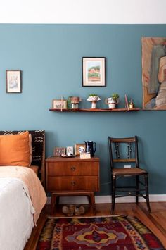 There are many different kinds of bedroom paint colors that you can choose from such as mauve pink, cream, ochre, and apricot and so on. However, the question in choosing bedroom paint colors is what particular combination will give you Blue Bedroom Walls, Bedroom Orange, Bedroom Wall Colors, Blue Rooms, Home Decor Bedroom, Bedroom Ideas, Bedroom Inspiration, Blue Wall Colors, Paint Colours For Bedrooms