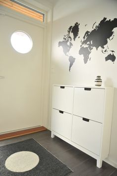 I love this world map on the wall!