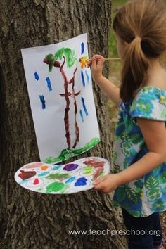 you ever used a tree as an easel Love this idea for nature art. Fun STEAM for Botany too! Have you ever used a tree as an easel Teach PreschoolLove this idea for nature art. Fun STEAM for Botany too! Have you ever used a tree as an easel Teach Preschool Outdoor Education, Outdoor Learning, Art Education, Preschool Education, Creative Curriculum Preschool, Outdoor Play, Education Quotes, Forest School Activities, Nature Activities