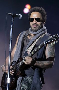 Lenny Kravitz Photo - Lenny Kravitz Live in Concert