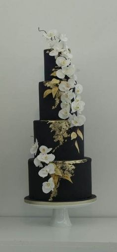 Midnight Blue and White Orchids Wedding Cake. Stunning and elegant wedding cake with an oriental feel. Black And Gold Cake, White And Gold Wedding Cake, Black Wedding Cakes, Gold Wedding Theme, Navy Gold, Wedding Ideas, Trendy Wedding, Wedding Blue, Wedding Stuff