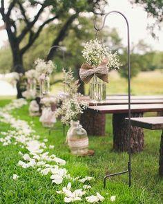 Tantos detalhes que fazem a diferença!!  _ _ #casar #casamento #arranjodeflores #flor #flores #potedevidro #mosquitinho #renda #casamentoaoarlivre #arlivre #decoracao #petalas #petalasdeflores #casamentonocampo #casamentorustico #wedding #decor #decoracao #dicadiy #diy #facavocemesmo #noivos #noivas