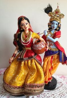 Radha Krishna Hand made Dolls Pretty Dolls, Beautiful Dolls, Clay Dolls, Art Dolls, Janmashtami Decoration, Homemade Dolls, Cute Krishna, Indian Goddess, Wedding Doll