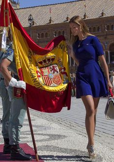 Así se vuelve patriota cualquiera Suzuki Vitara S, Holy Week In Spain, Maria Sharapova Hot, Pin Up, Spanish Woman, Beautiful Castles, Uniform Dress, Business Women, Beauty Women