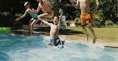 Como encontrar peças para uma piscina Intex. Por mais de 40 anos, as empresas Intex, como a Intex Recreation Corp., projetaram e construíram uma grande variedade de produtos de lazer, incluindo as piscinas Intex - uma linha completa de piscinas fixas e móveis acima do solo e acessórios. Se você encontrou uma peça faltando durante a instalação ou precisa de uma substituição, a Intex fornece ...