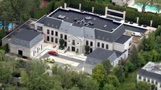 Drake's Toronto Home Toronto Houses, Dream Mansion, Mega Mansions, Mansion Interior, Luxurious Bedrooms, Luxurious Homes, French Chateau, Gods Plan, Arquitetura