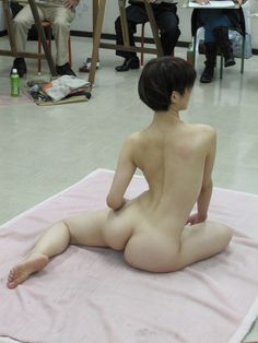 Great figure drawing pose!