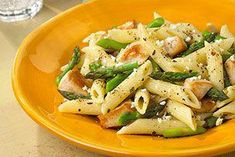 DaVita dietitian Jill presents a zesty and kidney-friendly taste of Italy and Greece that's excellent for lunch or dinner, Feta Pasta with Chicken and Asparagus. (healthy pasta recipes with chicken) New Chicken Recipes, Healthy Pasta Recipes, Healthy Pastas, Cooking Recipes, Diet Recipes, Eat Healthy, Diabetic Recipes, Yummy Recipes, Yummy Food
