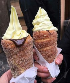 Waffle cones are so The 'Donut Ice Cream Cone' has taken social media by storm, combining cinnamon coated doughnuts with chocolate sauce and ice cream. I Love Food, Good Food, Yummy Food, Donut Ice Cream, Ice Cream Cones, Churro Ice Cream, Chimney Cake, Delicious Desserts, Dessert Recipes