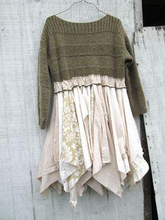 Robe créée à partir d'un pull et de tissus de même couleur