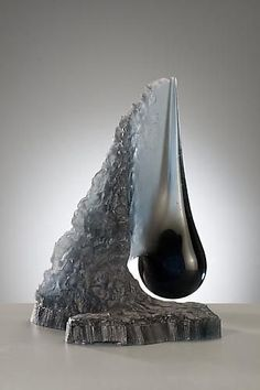 Schantz Galleries features fine art glass sculpture by contemporary artists such as Dale Chihuly and Lino Tagliapietra. Visit our glass art gallery and view art glass sculptures by world renowned artists. Stone Sculpture, Sculpture Art, Art Of Glass, Pottery Sculpture, Stone Carving, Stone Art, Amazing Art, Vases, Art Nouveau