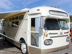 Or maybe i want a bus. Bus Camper, Bus Motorhome, Vintage Motorhome, Rv Bus, Vintage Rv, Vintage Travel Trailers, Camper Life, Motorhome Travels, Vintage Campers