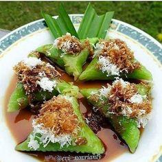 Indonesian Desserts, Indonesian Cuisine, Indonesian Recipes, Malaysian Dessert, Malaysian Food, Snack Recipes, Dessert Recipes, Cooking Recipes, Snacks