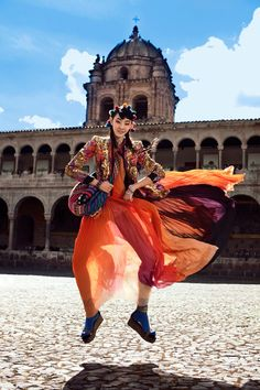 La Señorita Bello – Alexander Neumann captures the beauty of traditional Peruvian folk style in Cusco with this spirited editorial for the July issue of Vogue Korea.