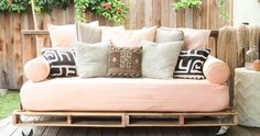 Enjoy, my first Pinterest project: a pallet couch.  From inspiration to step-by-step instructions, come and covent my new homemade piece of furniture.