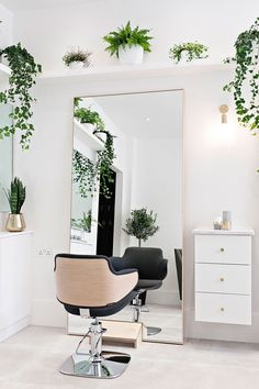 salon furniture and solutions Home Beauty Salon, Home Hair Salons, Hair Salon Interior, Beauty Salon Decor, Home Salon, Salon Interior Design, Beauty Salon Design, Small Beauty Salon Ideas, Small Salon Designs