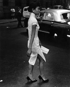 "Lady in ""cheong sam"", Hong Kong, Moda Vintage, Vintage Mode, Oriental Fashion, Asian Fashion, Chinese Fashion, Cheongsam, 1960s Fashion, Vintage Fashion, Vintage Beauty"