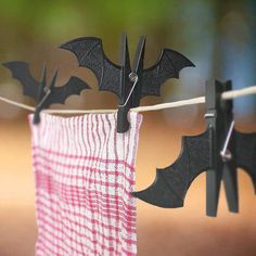 Cheap hook peg, Buy Quality hook hooks directly from China hooks decorative Suppliers: Spooky Halloween Decoration Bat Pegs Vampire Bats Shape Clothes Hook Peg Clips All Purpose Hooks Holidays Halloween, Halloween Crafts, Halloween Decorations, Art Et Design, Manualidades Halloween, Diy Cans, Clothes Pegs, Hanging Clothes, Black Clothes