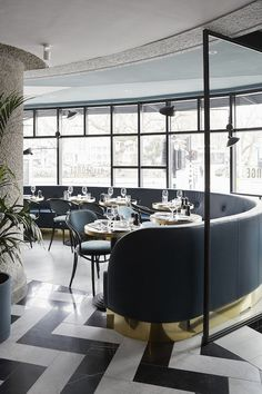 Black and Gold | #restaurantdesign #restaurantinterior #interiordesign
