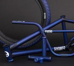 Ideas for bmx bike design ideas Bmx Gear, Bmx Videos, Bmx Bandits, Bmx Parts, Bmx Street, Skate, Bmx Bicycle, Blue Bmx Bike, Bmx Freestyle