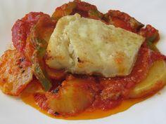 Bacalao con tomate y patatas panaderas-Monsieur Cuisine Italian Main Dishes, Tasty, Yummy Food, Salsa, Mediterranean Recipes, International Recipes, No Cook Meals, Fish Recipes, Cauliflower