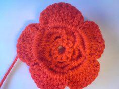 Silles hantverk: Virkad blomma Inventions, Knit Crochet, Crochet Earrings, Sewing, Knitting, Crochet Ideas, Madrid, Barn, Crochet Flowers