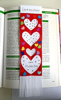 Pastime / tinker-Mother bookmarks Pastime / tinker-Mother bookmarks Source by Diy Crafts To Do, Diy Gifts For Kids, Upcycled Crafts, Diy For Kids, Crafts For Kids, Film Poster Design, Senior Gifts, Christmas Gift Guide, Bookmarks
