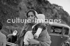 traditional babywearing in São Miguel island, Azores Azores, Babywearing, Portugal, Culture, Island, Traditional, History, Couple Photos, Couples