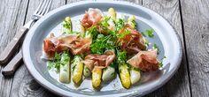 Smørdampede hvite asparges med skinke og kjørvel | Lises blogg