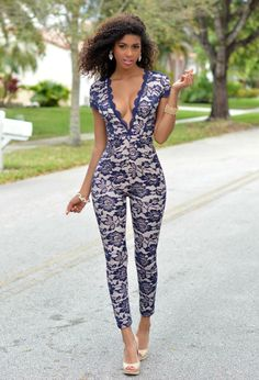 Ebony nude bow leg models