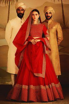 46 Ideas for sabyasachi bridal lehenga red colour Indian Bridal Outfits, Indian Bridal Lehenga, Indian Gowns, Indian Bridal Wear, Indian Designer Outfits, Indian Attire, Indian Wear, Red Wedding Lehenga, Bridal Lengha 2018