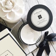 Today is a dress day so I'm setting my pins  super soft with @jomalonelondon Intense Body Crème in Oud & Bergamot to go off shopping with my ma to find me a little birthday pressie! I hope you have lovely days in the sunshine planned too!