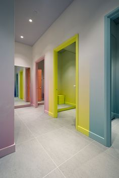 32 The Power of House Interior Color in Unexpected - Murales Pared Exterior Interior Walls, Home Interior Design, Interior Architecture, Interior And Exterior, Interior Decorating, Corporate Design, Retail Design, Design Clinique, Clinic Design