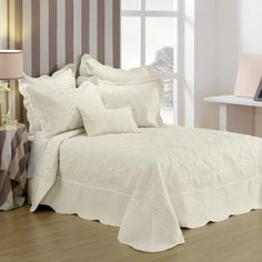 Illiana Cream Bedspread Set