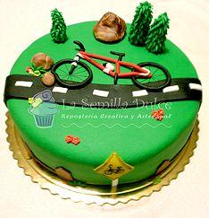 Bicicle fondant cake with tress/ Tarta de fondant con un una bicicleta.   lasemilladulce