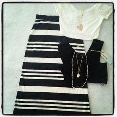 Maxi falda, crop top y accesorios en La Butik
