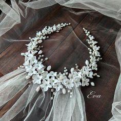 Bridal Hair Down, Bridal Hair Updo With Veil, Vintage Bridal Hair, Bridal Veils And Headpieces, Boho Bridal Hair, Wedding Hair Flowers, Flowers In Hair, Clay Flowers, Boho Wedding