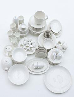 Die Qual der Wahl...Das Geschirr ist elfenbein/weiß und Spülmaschinen und Mikrowellen geeignet.