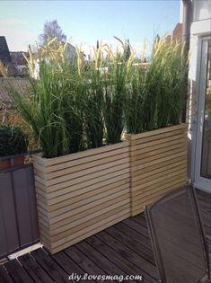 80 Inspiring Cheap Backyard Privacy Fence Design Ideas - Page 4 of 84 Planter Box Plans, Diy Planter Box, Deck Planter Boxes, Pallet Planters, Diy Planters Outdoor, Bamboo Planter, Vertical Planter, Apartment Balcony Garden, Apartment Balcony Decorating