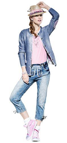 Ein echter Hingucker! Jeans in Lederhosen-Optik mit Hut und Trachten-Cardigan kombiniert. #awgmode #awg #trachten #capri #jeans #hut #cardigan