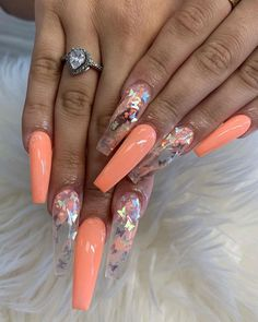 Prized by women to hide a mania or to add a touch of femininity, false nails can be dangerous if you use them incorrectly. Types of false nails Three types are mainly used. Aycrlic Nails, Hot Nails, Swag Nails, Coffin Nails, Best Acrylic Nails, Acrylic Nail Designs, Beautiful Nail Art, Gorgeous Nails, Perfect Nails