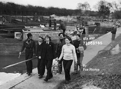 A group of boatwomen walking to their barges, April The women have responded to a Ministry of War Transport appeal for female volunteers to work the canals between London and the Midlands. Get premium, high resolution news photos at Getty Images History Taking, Steam Boats, London Pictures, Canal Boat, Narrowboat, Women In History, Britain, Scenery, England