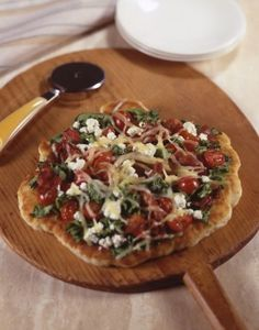 Goat Cheese BLT Pizza brings a fancy twist to a BLT and a pizza. Gourmet Pizza Recipes, Blt Pizza, Goat Cheese, Bruschetta, Vegetable Pizza, Quiche, Goats, Fancy, Breakfast