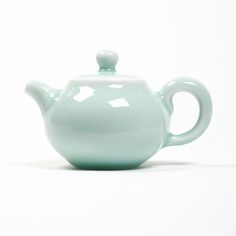 This celadon teapot comes directly from the workshops of Mr Jin Yi Rui located in the city of Longquan, China. For many centuries,...