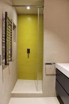 Renovacion de un baño con ceramica amarilla, Barcelona
