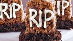 Scare up some Halloween fun with these cute + easy cookie ideas. Halloween Cookie Recipes, Halloween Fun, Holloween Cookies, Pillsbury, Dishes, Easy, Holiday, Desserts, Food