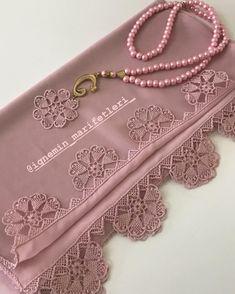 Beğeni ve yorumlarınızı eksik etmeyin. Embroidery Jewelry, Hand Embroidery, Embroidery Designs, Point Lace, Needle Lace, Tatting, Elsa, Diy And Crafts, Crochet Necklace