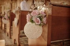 Fence posts or pew decorations Decoration Evenementielle, Pew Decorations, Church Wedding Decorations, Wedding Centerpieces, Wedding Church, Diy Wedding, Rustic Wedding, Wedding Flowers, Aisle Flowers