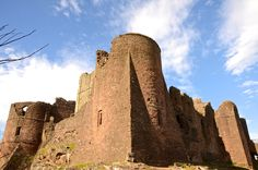 Goodrich Castle is a Norman medieval castle overlooking the river Wye, situated to the north of the village of Goodrich in Herefordshire England. Herefordshire, Fortification, Medieval Castle, Mosques, Cathedrals, Monument Valley, Knight, Romantic, Palaces