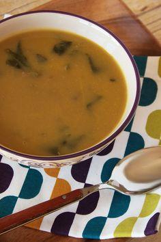 Cinco Quartos de Laranja: Sopa de abóbora com espinafres e feijão e desejos para 2014